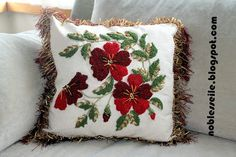NOBLESSE: Punch Nakışı, Gelincikler Silk Ribbon Embroidery, Hand Embroidery Patterns, Flower Images, Punch Needle, Rug Hooking, Noblesse, Handmade Art, Pillow Covers, Cushions