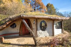 This beautiful hobbit house is located in Krzywcza, Poland. It was made by the polish architect Bogdan Pekalski, and is built out of natural materials with the cordwood technique.
