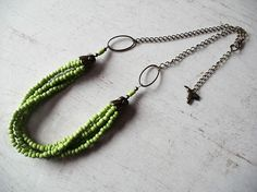 Collier multi rangs rocailles vert anis