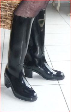 High heel rubber boots & wellies's media statistics and analytics Thigh High Boots, High Heel Boots, Shoe Boots, Shoes Heels, Wellies Rain Boots, Rubber Raincoats, Wellington Boot, Long Boots, How To Make Shoes