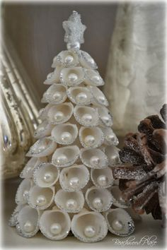 Beachwood Place: A Nature Inspired Christmas Crafts Seashell Christmas Ornaments, Coastal Christmas Decor, Nautical Christmas, Beach Christmas Trees, Xmas Tree, Beach Ornaments, Purple Christmas, Modern Christmas, Scandinavian Christmas