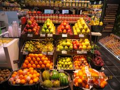 Mercado en el barrio de Chueca Vegetables, Food, The Neighborhood, Eten, Meals