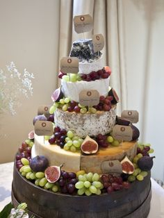 Wedding cheese cakes - something delicious, different and elegant for your celebration Antipasto, Wedding Cake Designs, Wedding Cakes, Cheese Tower, Christmas Dinner Menu, Cow Cheese, Wedding Cake Alternatives, Chocolate Cheesecake, Cake Chocolate