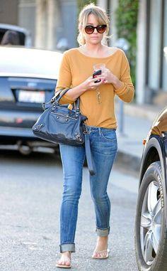 Nice combi of blue jeans ..mustard top nd flip flops