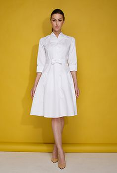 Медицинские халаты для медиков, врачей, медсестер – купить медицинский халат в интернет магазине Докторъ. Цены. Доставка Nursing Dress, Nursing Clothes, Beauty Uniforms, Blouse Nylon, White Lab Coat, Cute Dresses, Dresses For Work, Scrubs Outfit, Real Costumes