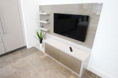 Platinum+Oak+Veneered+kitchen+units+encased+in+cashmere+gloss+for+a+pleasing+soft+colour+contrast.