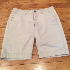 hello summer Old Navy Perfect Bermuda shorts Low rise size 2 in khaki. Front slit pockets 2 back pockets. Old Navy Shorts Bermudas
