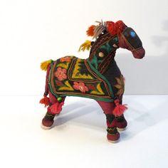 India Horse Embroidered Folk Art Toy Horse von plattermatter2