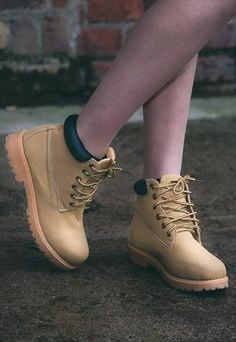 90's Grunge tan chunky desert boots from ISOLATED HEROES. I love these boots I have a pair in my closet they're amazing