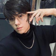 Cute Asian Guys, Cute Korean Boys, Korean Men, Asian Men, Asian Boys, Short Hair Glasses, Mens Glasses, Celebrity Singers, Girl Couple