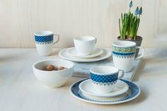 Casale Blu fra Villeroy & Boch tar oss med til middelhavet og til gamle italienske keramikk-tradisjoner. Dekk et rustikt bord hvor maten står i sentrum med alle de flotte delene i Casale Blu. Du finner utvalget i din Designforevig-butikk!