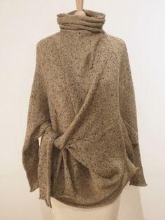 Очень земляные и толстые, так же, как то, что носить Дотракиец, но и на самом деле современное Что бы Khaleesi Wear?  Habu Текстиль-Sandy