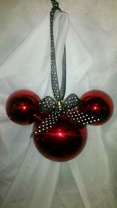 Why not use mini ornaments and let the kids paint on them? Mickey Mouse Christmas, Noel Christmas, Christmas Balls, Homemade Christmas, Winter Christmas, Mickey Mouse Ornaments, Minnie Mouse, Christmas Makeup, Diy Christmas Ornaments