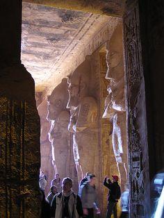 En el interior del templo de Abu Simbel Egipto