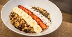 Kellemes hangulatú, kicsit hipszter, de igazán jó ötleten alapuló egész napos reggeliző nyílt az Astoriához közel. Hot Dogs, Risotto, Sushi, Keto, Ethnic Recipes, Places, Food, Essen, Meals