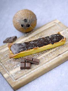 sucre semoule, oeuf, chocolat noir, pâte sablée, beurre, crème fraîche liquide, noix de coco