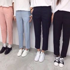 Bored of sweaters? Here's some help! Korean Fashion Kpop, Korean Fashion Casual, Korean Street Fashion, Mom Outfits, Casual Outfits, Estilo Indie, Pantalon Costume, Mode Hijab, Professional Outfits