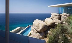 casa finisterra - The Casa Finisterra by Steven Harris Architects is a stress-free abode. The firm's latest project is located in Cabo San Lucas, Mexic. Cabo San Lucas, Outdoor Swimming Pool, Swimming Pools, Villas, Feng Shui, Costa, Sparkling Waters, Building A Pool, Building Design