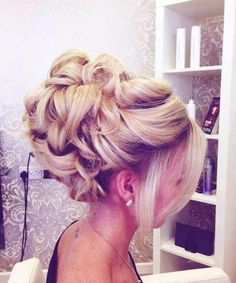 Love this bridal wedding updo! :)