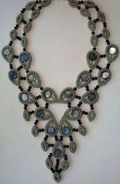 бисер квадратный жгут: 2 тыс изображений найдено в Яндекс.Картинках Seed Bead Necklace, Seed Bead Jewelry, Beaded Jewelry, Handmade Jewelry, Beaded Necklace, Necklaces, Jewellery, Maxi Collar, Ideas Joyería