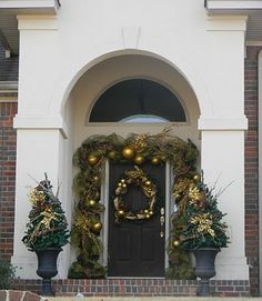 Southern Fried Gal: Christmas Door Decor Stalking