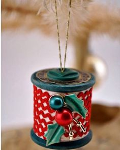 Spool crafts are not a new thing, but they& the very essence of Vintage Made Modern. Spool ornaments are a wonderful craft and the options go beyond that! Christmas Ornaments To Make, Homemade Christmas, Christmas Projects, Holiday Crafts, Vintage Christmas, Christmas Holidays, Christmas Decorations, Holiday Ideas, Glitter Ornaments
