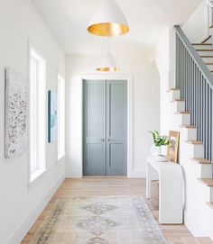 Hallway Inspiration : The contrasting gild interior of the Agnes Medium Pendant by AERIN makes a brilliant statement in this harmonious hallway ✨ Design by Barrow Building Group. Photography by Katie Charlotte. Interior Design Minimalist, Home Interior Design, Interior And Exterior, Interior Door Colors, Painted Interior Doors, Modern Interior Doors, Interior Livingroom, Interior Plants, White House Interior