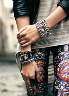 Leggins with an edge. |Repinned by www.borabound.com
