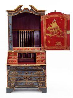 Schreibtischplatte holz  Schreibtisch des Grafen Brühl mit Teilen des Schwanenservices ...