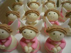 Anjos trufados de chocolate batizado rosa