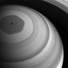 Северный полюс Сатурна всолнечном свете: фото
