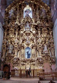 El Templo de San Cayetano y su convento anexo nacieron con el auge de la Mina La Valenciana, una veta madre que requería gran cantidad de mano de obra como para formar un pueblo. Gracias a sus contribuciones y las de los feligreses, se logró terminar esta obra de arte, digno ejemplo del estilo Baroco Estípite mexicano.  En su interior guarda exquisitas pinturas del del siglo XVIII y XIX así como tres retablos dorados del XVIII. #OjalaEstuvierasAqui #BestDay #Guanajuato