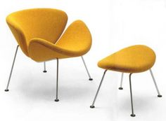 The Orange Slice armchair by designer Pierre Paulin is one of the most popular design armchairs in the world. The iconic armchair makes every room more open, spacious and cheerful. Modern Chairs, Modern Furniture, Home Furniture, Furniture Design, 1960s Furniture, Bauhaus Furniture, Orange Furniture, Upholstered Arm Chair, Chair And Ottoman