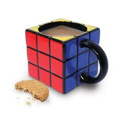 Wat vind je van deze Rubik koffie mok? Meer gave koffie mokken ontdek je hier http://www.kantoorruimtevinden.nl/blog/de-28-vetste-koffie-mokken-voor-nerds/