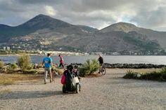 Sicilia: #Ragazzi #armati di #sacchi guanti e ramazze. Per pulire la spiaggia (link: http://ift.tt/2bd5gQe )
