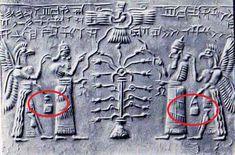 Da Sumer all'America precolombiana: Come è possibile che raffigurazioni di migliaia di anni, mostrano tutte antiche divinità con in mano un oggetto conosciuto come: la borsa misteriosa degli Dei?
