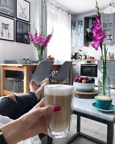 Dzień dobry! ❤️Dawno nie było tu latte ❤️❤️❤️❤️ Ryneczek odwiedziłam kupiłam śliwki będzie ciasto coś czuje nosem jak nic!  Teraz będę się głowic jakie zrobić bo śliwki w cieście uwielbiam! I drożdżowe i tarty czy ucierane, albo tartaletki lub babebczki albo murzynek ze śliwkami oj wymieniać bym mogła  hehehe Macie swoje ulubione? #cofffeetime #coffeeoftheday #coffeelife #coffeegram #coffeeplease #coffeebreak #interiordesign #interiorandhome #interiordecor #interior4...