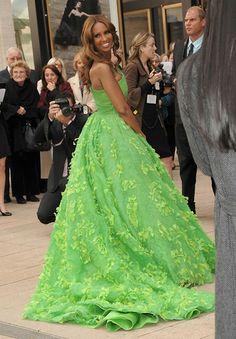 From the YBF.com. Iman kills it again. The dress is Oscar de la Renta.