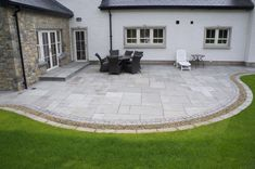Kandla Grey Sandstone Paving With Granite Cobble Border & Natural Forest Flint P. - Kandla Grey Sandstone Paving With Granite Cobble Border & Natural Forest Flint Pebbles - Pergola Patio, Backyard Patio, Backyard Landscaping, Backyard Retreat, Patio Slabs, Bluestone Patio, Patio Tiles, Curved Patio, Small Patio