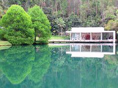 Instituto Inhotim (arte contemporânea e jarim botânico) em Brumadinho, Minas Gerais, Brasil;