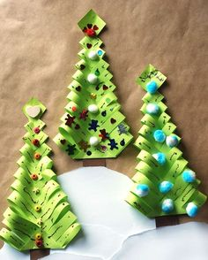 DIY creative Christmas tree, essential Christmas crafts - Page 4 of 25 - Inspiration Diary Diy Paper Christmas Tree, Creative Christmas Trees, Christmas Candy, Christmas Wreaths, Christmas Crafts, Christmas Decorations, Christmas Ornaments, Holiday Decor, Craft Wedding