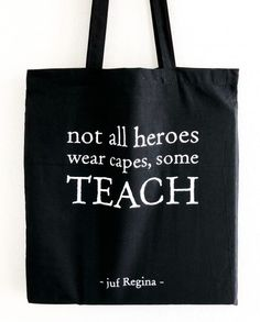 Presents For Teachers, Diy Presents, Art Hoe Aesthetic, All Hero, Capes, 4th Birthday, Teacher Gifts, Screen Printing, Great Gifts