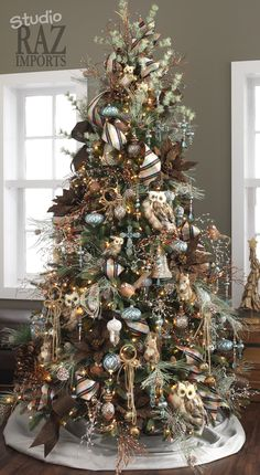 Rustic woodland Christmas Tree, a very familiar look. I do like my birch paper rings better for rustic. Owls, squirrels, mine has fox, rabbit and bear ornaments, too.