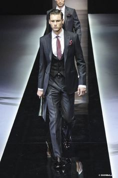 GIORGIO ARMANI  FALL-WINTER/2013-14... Nice! I like the low vest. This is what they call class!