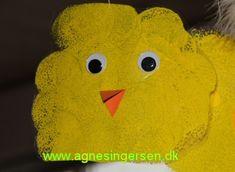 De søde duppede kyllinger er lavet af nogle af mine dagplejebørn. Klik ind på bloggen og se nærmere på dem: http://agnesingersen.dk/blog/dupkylling -easy kids crafts Easter - Kinderbastelideen Ostern