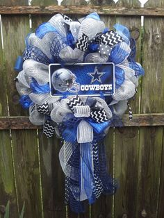 Dallas Cowboys Wreath by WreathsbyCathy on Etsy Dallas Cowboys Crafts, Dallas Cowboys Cake, Dallas Cowboys Wreath, Cowboys Football, Football Team Wreaths, Baseball Wreaths, Sports Wreaths, Cowboy Christmas, Country Christmas