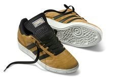 AN UNUSUAL BUT DESIRABLE COLOURWAY OF SAND/BLACK WITH WHITE SOLES MAKE THESE BUSENITZ STAND OUT FROM THE CROWD