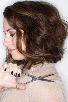 7 Short Curly Haircuts for Round Faces | http://www.short-haircut.com/7-short-curly-haircuts-for-round-faces.html