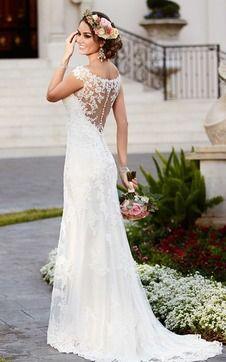 Robe de mariée sirène fluide sans manches avec dentelle