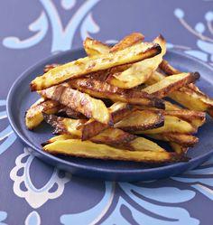 Une recette de frites au four pour avoir des frites plus légères et moins grasses. Facile à faire, vous n'avez pas besoin de friteuse !